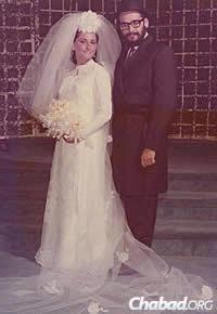 Rabbi Sholom and Chana Lipskar on their wedding day in 1968; a year later, they left for Miami Beach, Fla.