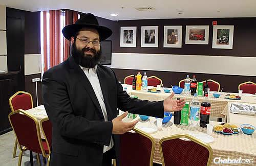 Rabbi Yehoshua Soudakoff, who is Deaf, hosted a Shabbat dinner last week for a dozen guests at the Deaflympics in Khanty Mansiysk, Russia. (Photo: Anna Volkova)
