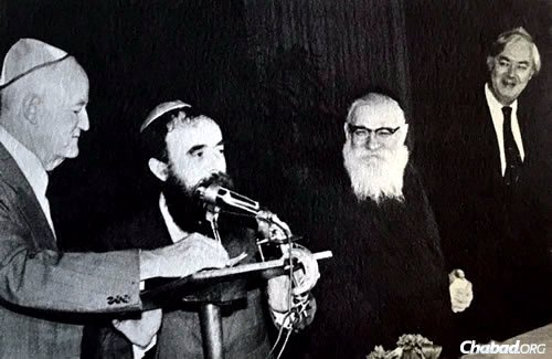 Hecht, third from left, with, from left, former U.S. Vice President Hubert Humphrey, Chabad Rabbi Abraham Shemtov and former New York Sen. Daniel Patrick Moynihan