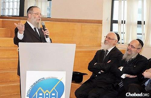 Rabbi Chaim Shneur Nisenbaum one year ago in April when receiving the newly elected mayor of Paris, Anne Hidalgo, at the preschool-through-grade 12 Complexe Scolaire Beth Haya Mouchka. The girls' high school, Beth Hanna, made top marks in France. (Photo: Chlomo Masliah)