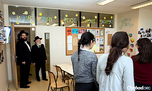 Rabbi Mendel Azimov, left, director of Beth Loubavitch Paris 16, and Rabbi Yehuda Krinsky, chairman of Merkos L'Inyonei Chinuch, the educational arm of the Chabad-Lubavitch movement, greet some students at the school. Rabbi Krinsky is currently in Paris for a conference with French shluchim. (Photo: Thierry Guez)