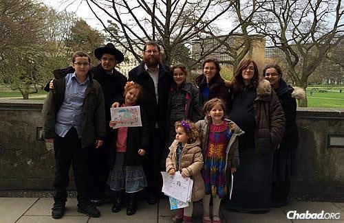 Rabbi Yitzchok and Rochel Loewenthal, and their family