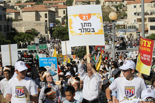 The spirited parades will convey Torah values to young and old alike. (Photo: Nati Shohat/Flash90)