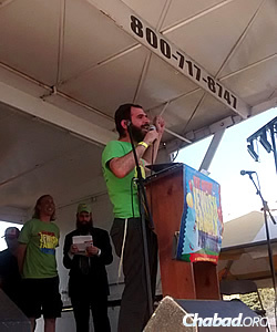 Rabbi Yochanan Posner of Lubavitch Chabad of Skokie, Ill., addresses the audience.