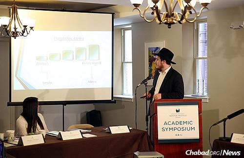 Penn alumnus Lance Aryeh Gurewitz gives a presentation. (Photo: Bentzi Sasson)
