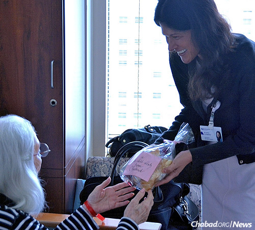 """Schwartz with another patient. The note on the challah bag says: """"A get well wish from Chabad."""""""