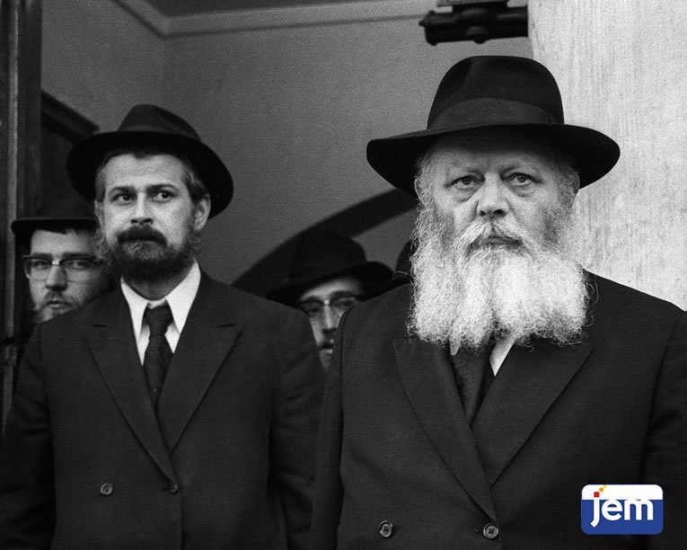 Standing by as the Rebbe sees off visitors from abroad on 1 Cheshvan, 5736.