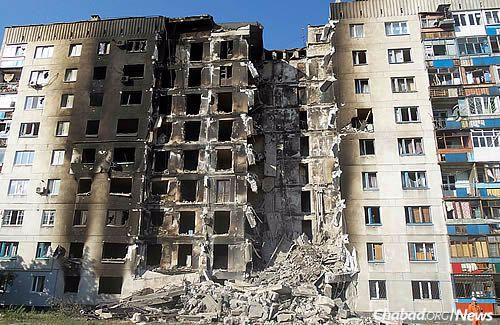 The Lugansk region was the site of heavy fighting last summer, when this picture of a destroyed apartment building was taken, though it has been relatively quiet in recent months. Still, much of the rubble has yet to be cleaned up. (Photo: Wikimedia Commons)