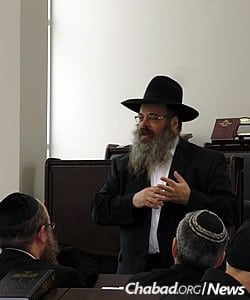 "Rabbi Mendel Groner, mashpia of Yeshivas Tomchei Tmimim in Kiryat Gat, Israel, spoke at the second annual ""Day of Reflection and Unity"" in the Chicago area. The event was attended by about 300 adults, with concurrent programs for children of different ages."