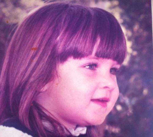 אמי בילדותה