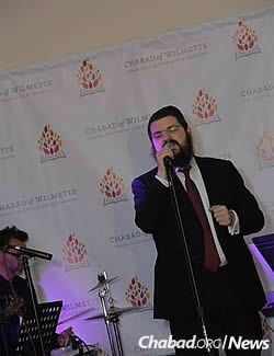 Chassidic singer Benny Friedman performed a song he wrote in honor of the occasion at the post-ceremony dinner.
