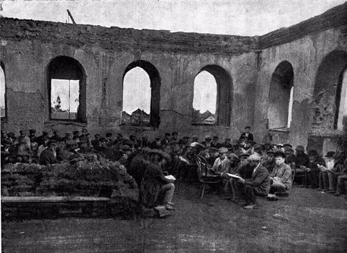 The beis medrash in the shtetl of Lyakhovichi, Belarus, during World War I, filled with those too old or young to be drafted
