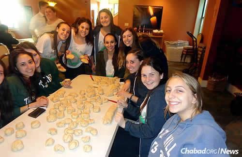 Challah-making for Shabbat 1000