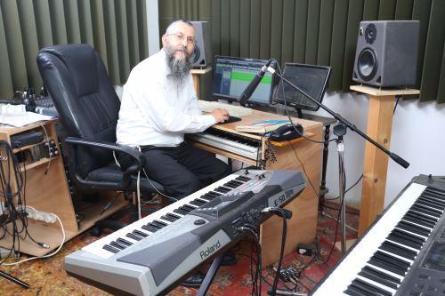 מרדכי בסטודיו