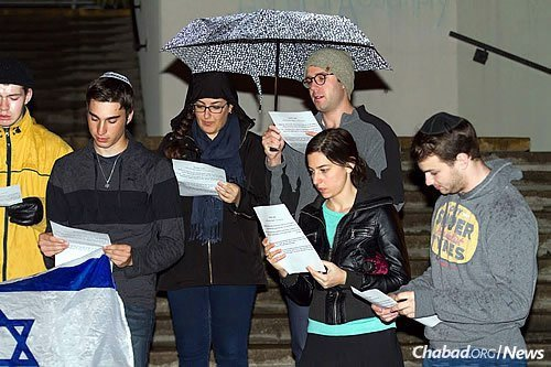 """Rabbi Chaim Boyarsky, co-director with his wife, Yocheved, of the Rohr Chabad Student Network of Ottawa, led the rally, saying the students wanted to make a statement that """"we are not embarrassed by who we are. We are proud Jews."""" (Photo: Erik Plumadore)"""