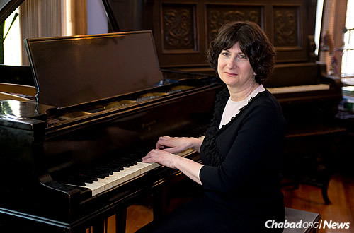 """Pianist Shoshana Michel, of the Crown Heights neighborhood in Brookly, N.Y., is marketing her first CD, """"Soul Whispers,"""" a compilation of traditional Jewish religious melodies known as """"nigunim."""""""