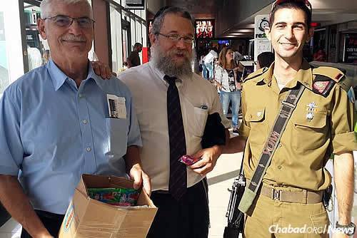 Raichik and Schack also deliver tefillin to male soldiers.