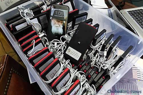 Getting electronics, including phones, organized in bulk. (Photo: Itzik Roytman, Kinus.com)