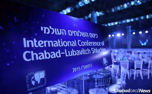 Hundreds of thousands of viewers join the more than 5,200 emissaries and guests at Chabad.org's live broadcast of the annual conference gala banquet. (Photo: Bentzi Sasson/Kinus.com)