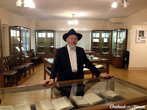 Rabbi Sholom Ber Levine, chief librarian of the Library of Agudas Chassidei Chabad-Ohel Yosef Yitzchak Lubavitch, at the current exhibit of rare manuscripts and writings from the life of the third Chabad Rebbe, Rabbi Menachem Mendel of Lubavitch (1789-1866).