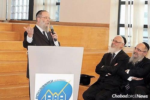 Rabbi Chaim Shneur Nisenbaum at Complexe Scolaire Beth Haya Moushka in Paris (File Photo)