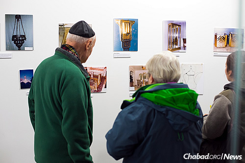 Audiences relished the chance to catch a real-life glimpse of the artist and his work. (Photo: Meir Pliskin)