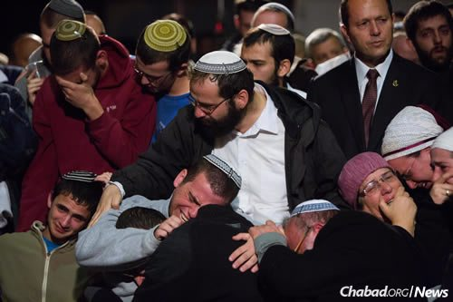 """Hundreds gathered at the the funeral of Rabbi Yaakov Litman and his son Netanel, who were murdered by terrorists while driving to the pre-wedding celebration. Less than two weeks later, Litman's daughter invited the Jewish world """"to get up from the dust and rejoice with us."""" (Photo: Yonatan Sindel/Flash90)"""