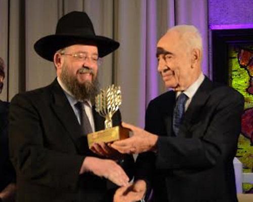 הרב ישעיהו הבר עם הנשיא שמעון פרס בערב הוקרה