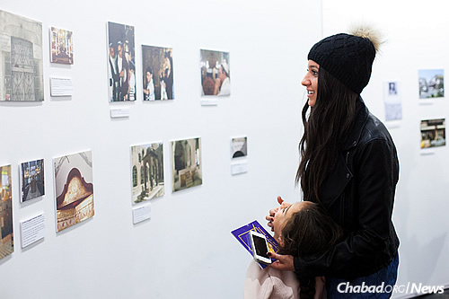 The artist's granddaughter and great-granddaughter take in old photos from Syria. (Photo: Meir Pliskin)