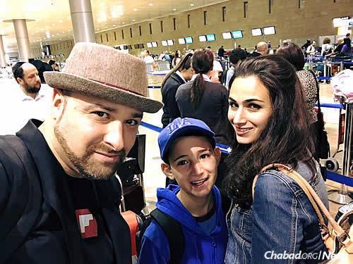 Fuld, his wife and their 11-year-old son in Tel Aviv at the start of their trip. (Photo: Hillel Fuld)