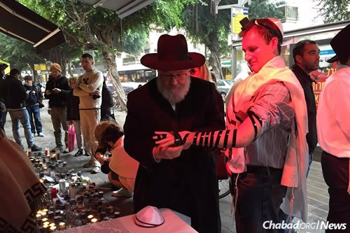 Some of those who have been visiting the site put on tefillin for the first time.