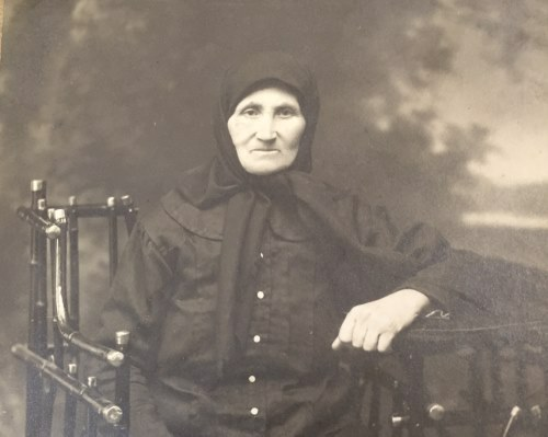 Rochel Leah Paltiel, grandmother of the author