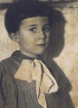 L'auteure dans son enfance en Russie.