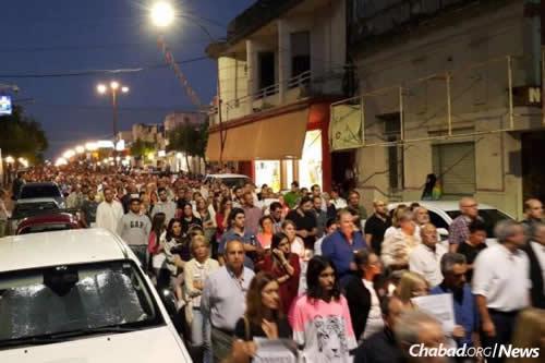 Más de 10,000 personas marcharon en honor a David Fremd llenando las calles de Paysandú.