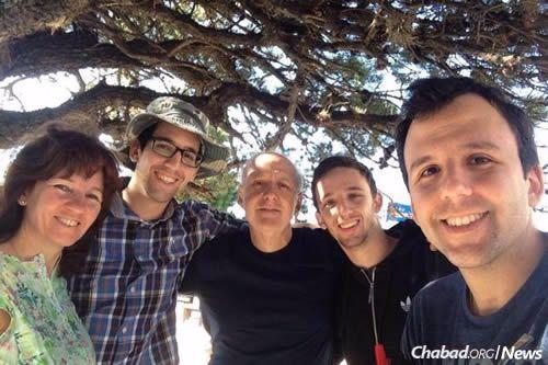El asesinato antisemita de David Fremd, centro, espantó a todo Uruguay. En esta foto se lo ve con su esposa Susy, y de izquierda a derecha con sus hijos Guillermo, Gabriel y Rafael.