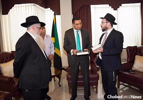 Raskin presented the prime minister with books about the Rebbe—Rabbi Menachem M. Schneerson, of righteous memory—on 11 Nissan, the anniversary of his birth.