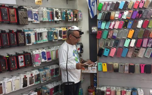 """הפסקת צהריים ב""""עולם הפלאפונים"""" בתל אביב, וחיבור לבורא העולם"""