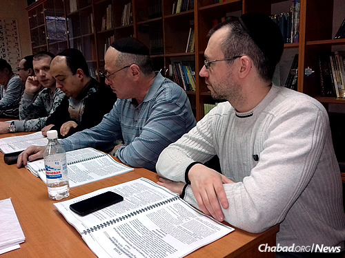 The Russian-language Kolel Torah program is geared at working people between the ages of 21 to 70.