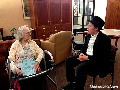 Noach Both talks with a resident at Cedar Sinai Park.