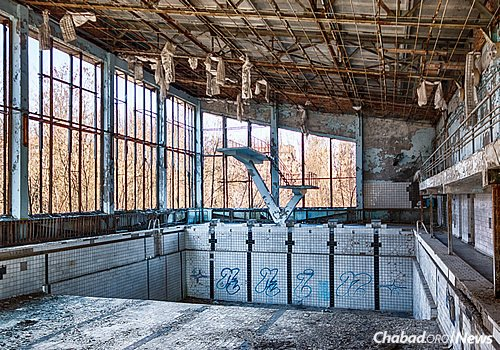 The 1,000-square-mile Chernobyl Exclusion Zone that surrounds the reactor is slowly being reclaimed by nature. It has also become a popular, if slightly dangerous, extreme tourism destination. Here, an abandoned swimming pool in Pripyat. (Photo: Wikimedia Commons)