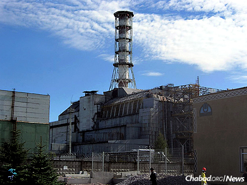 Chernobyl's No. 4 reactor was covered by a sarcophagus by the Soviets to stop additional nuclear material from leaking out. A new multibillion dollar cover has been completed after years of work and is slowly being moved to encase the reactor. (Photo: Wikimedia Commons)