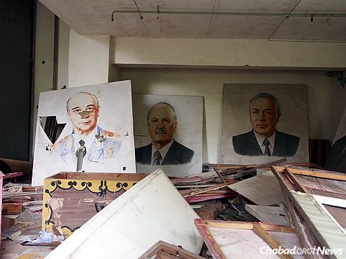 Posters of Soviet leaders still lie in the basement of a school in Pripyat, Ukraine, the abandoned town adjacent to the reactor. (Photo: Wikimedia Commons/Clay Gilliland)