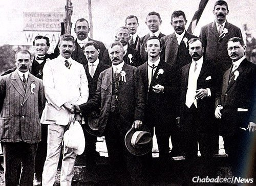 The synagogue building committee, 1912 (Photo: Courtesy of the Nairobi Hebrew Congregation)