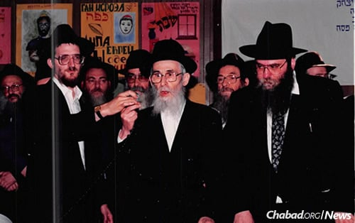 In 1991, at the first rabbinic conference to be permitted in the Soviet Union in decades, Rabbi Berel Lazar, left, and Rabbi Moshe Kotlarsky, right, flank Rabbi Issocher Dov Gurevitch, the longtime director of the Beth Rivkah Lubavitch girls' school in Yerres, France, who was imprisoned twice by Soviet secret police and illegally escaped in the late 1940s. (Photo: Kinus.com)