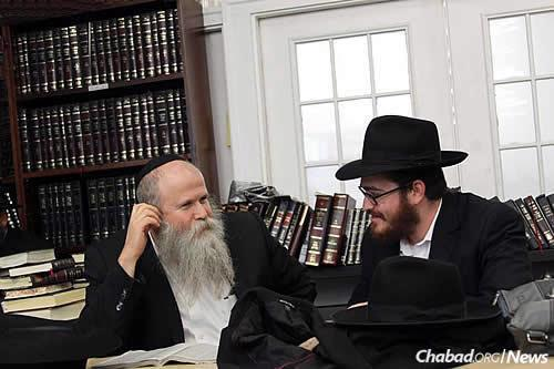 The discussions between rabbis, those younger and those more seasoned, began right away. (Photo: Meni Ben Shahar)