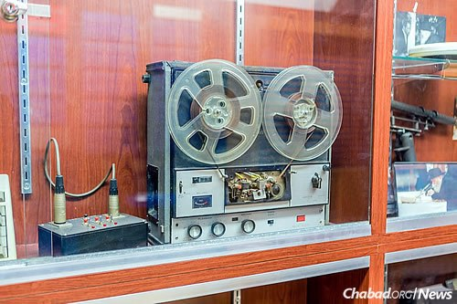 WLCC serves as a welcome center for people visiting 770, Lubavitch World Headquarters in the Crown Heights neighborhood of Brooklyn, N.Y. The room's display case shows some of the sound equipment used to record the Rebbe's talks. (Photo: Eliyahu Yosef Parypa/Chabad.org)