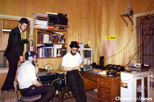 The second hook-up, March 22, 1970, on Purim. Additional phone lines were run from other offices, as well as from neighboring buildings, to make the calls to Israel, Montreal, London and France possible. (Photo: Mulik Rivkin Archive)