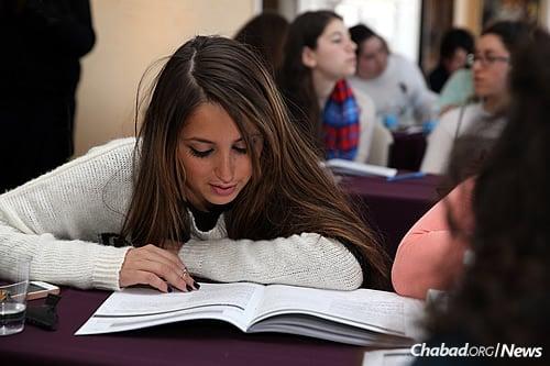 Studing Torah (Photo: Chabad on Campus International)