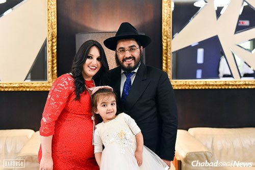 Chabad of Angola co-directors Rabbi Levi Yitzchak and Devorah Leah Chekly, with their daughter (Photo: Israel Bardugo)