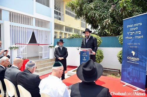 At the podium, Rabbi Shlomo Bentolila, executive director of Chabad-Lubavitch of Central Africa, flew in from Kinshasa, Congo, for the festivities. (Photo: Israel Bardugo)